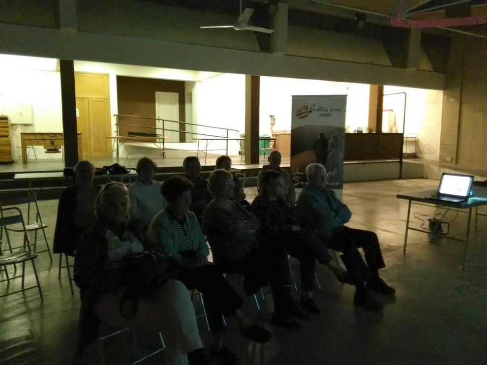 Participantes a la sesión de Pueblos Vivos en Azlor.