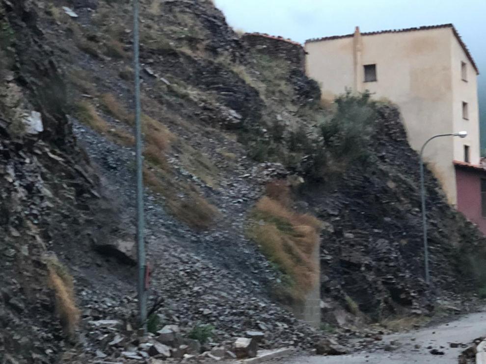 Imagen de otro desprendimiento ocurrido este viernes en Peñasrroyas, barrio de Montalbán.