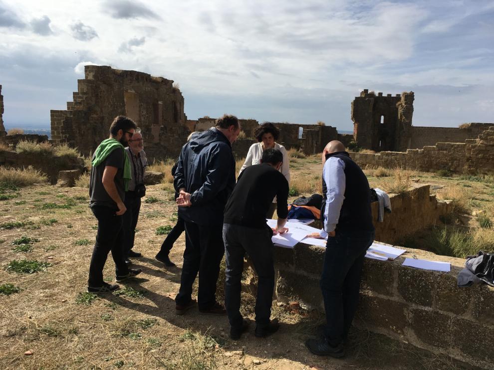 Los técnicos han evaluado las nuevas grietas aparecidas en el castillo de Montearagón