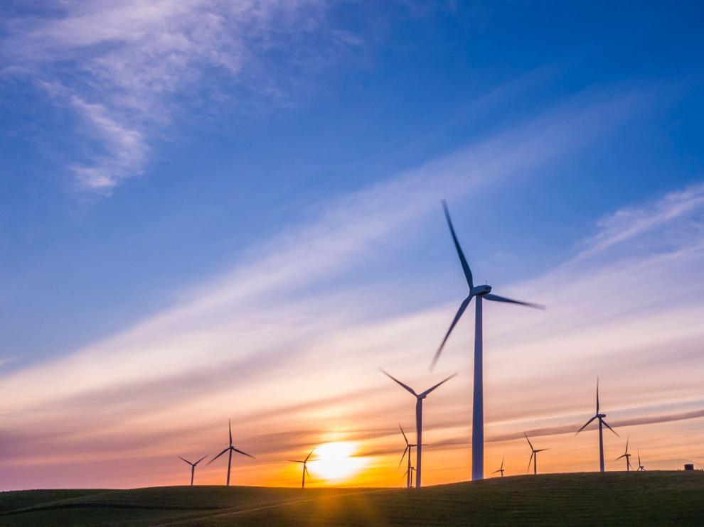 Los molinos de viento generan energía limpia.
