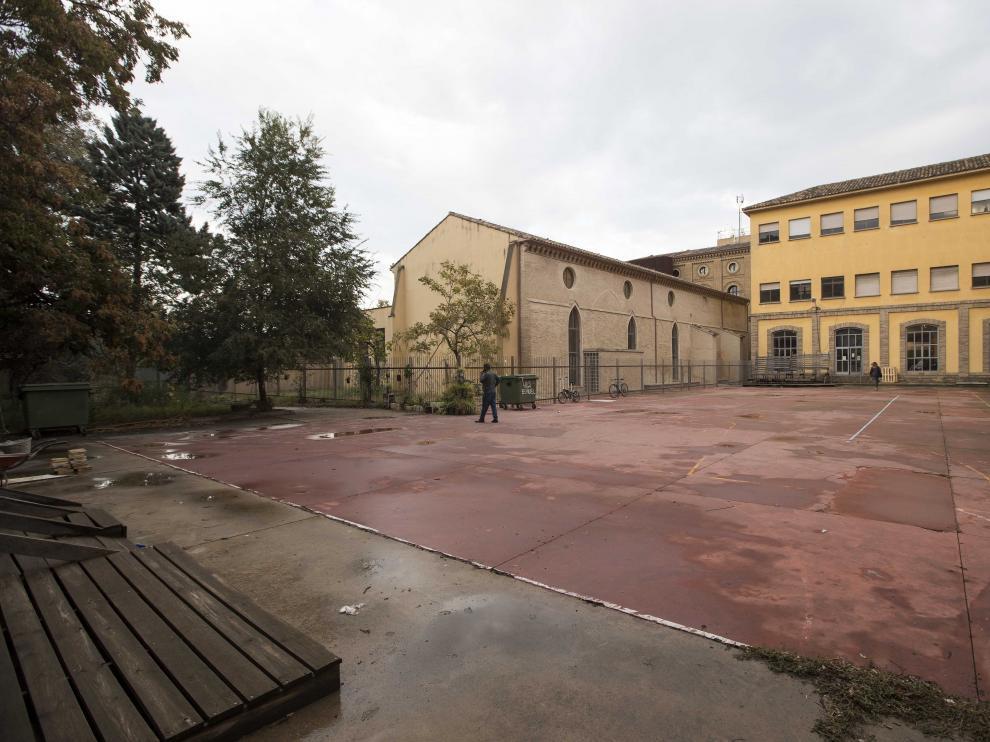 El patio del Buñuel se acondicionaría con bar, escenario, baños, porterías y canastas