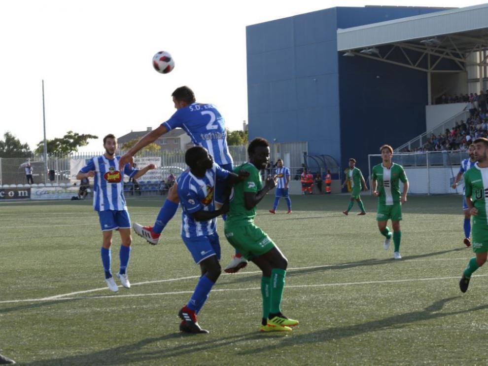 Imagen del partido disputado entre el Ejea ante el Cornellá.