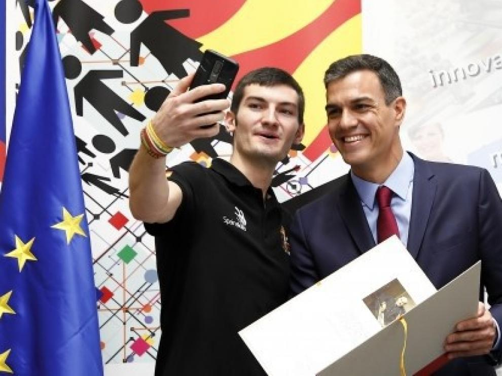 Emanuel Budeanu, en su particular encuentro con el presidente del Gobierno.
