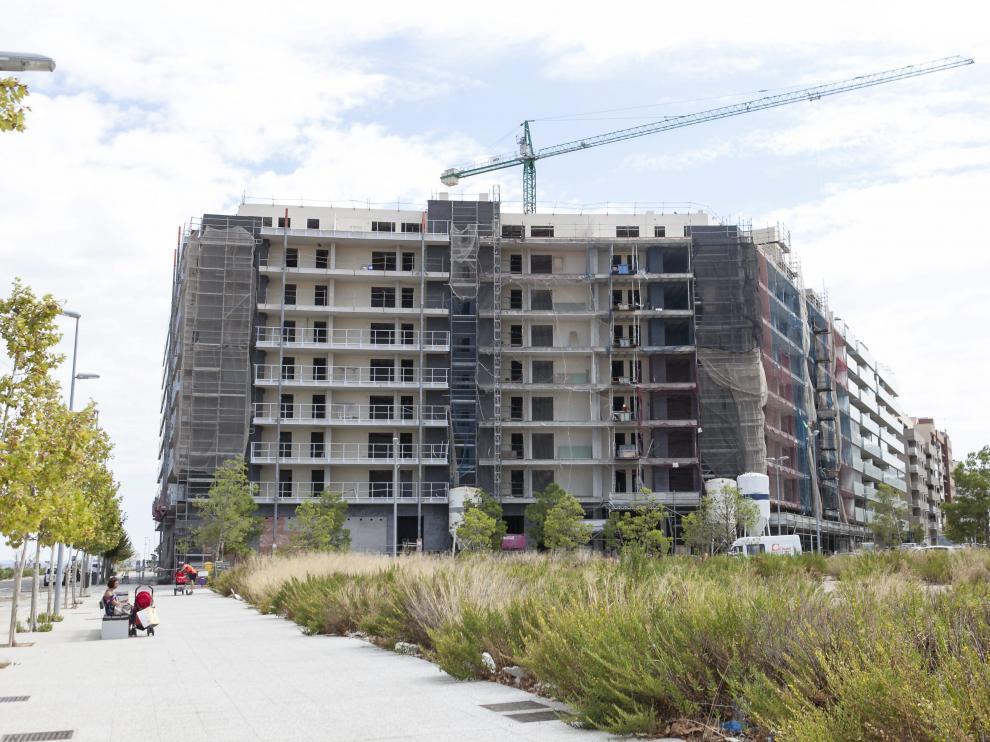 Viviendas en construcción en Parque Venecia en Zaragoza.