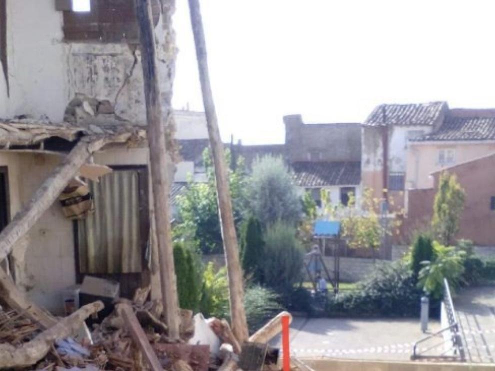 Derrumbe de la vivienda donde permanece atrapado un perro anciano en Novallas.