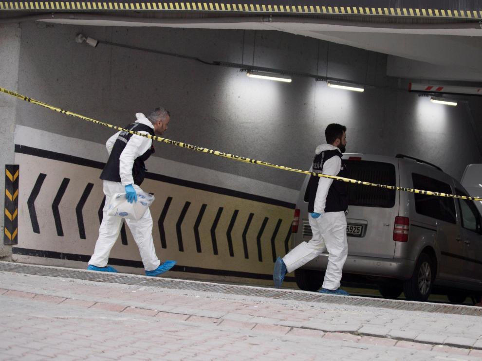 La Policía registra vehículos del consulado saudí