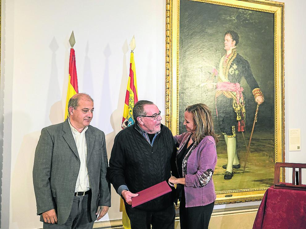 Gonzalo Tena, entre Jorge Morte, de Térvalis Desarrollo, y la consejera Mayte Pérez.