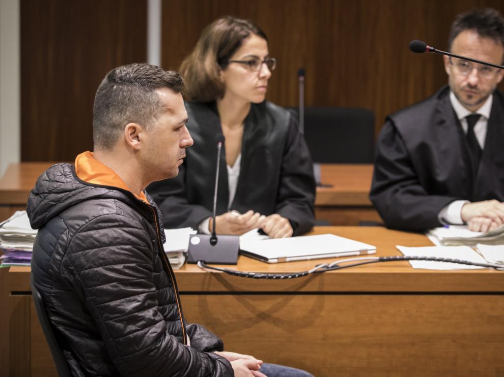 El acusado, durante la primera sesión del juicio que se celebra en la Audiencia Provincial de Zaragoza.