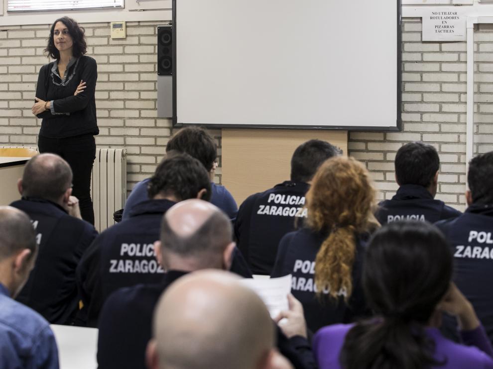 Elena Giner, en su encuentro con los agentes de la UAPO