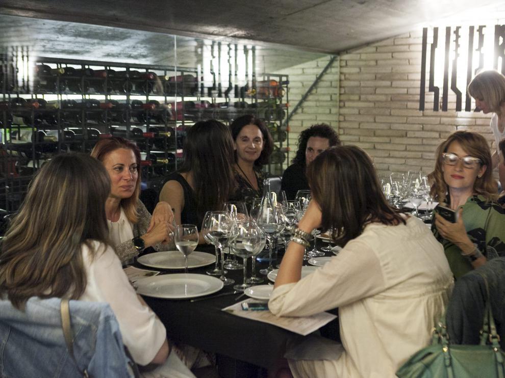 Uno de los encuentros del club Diviñas, en el restaurante Donde Carol