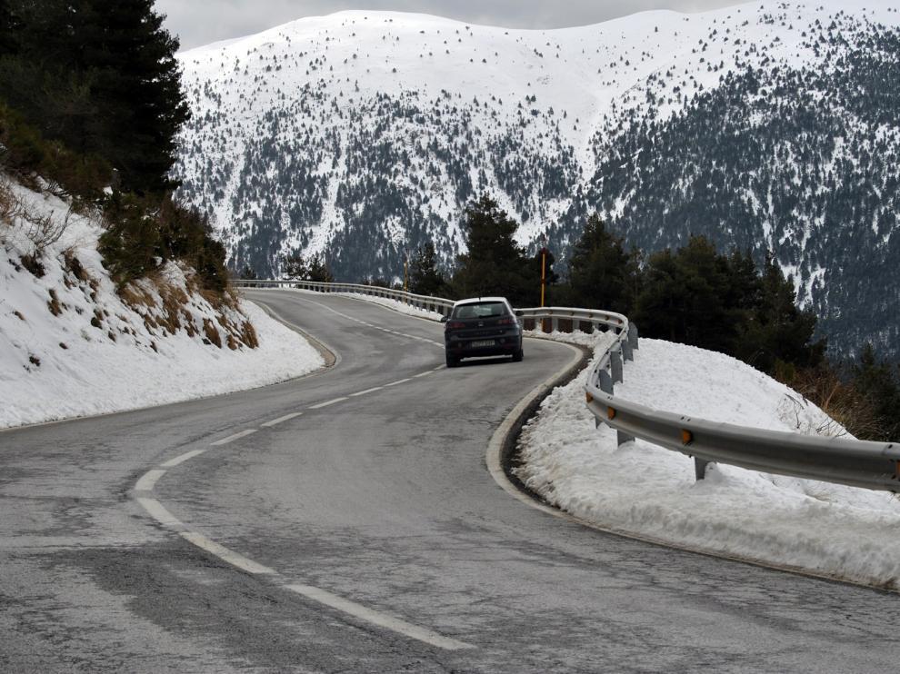 En invierno conviene extremar la precaución al volante.