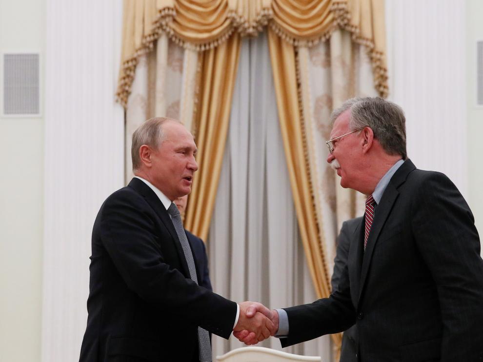 Reunión de Vladímir Putin con el asesor de seguridad nacional de EE. UU., John Bolton.