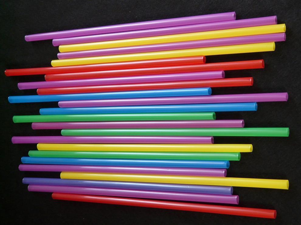 Las pajitas son algunos de los plásticos que se prohibirán.
