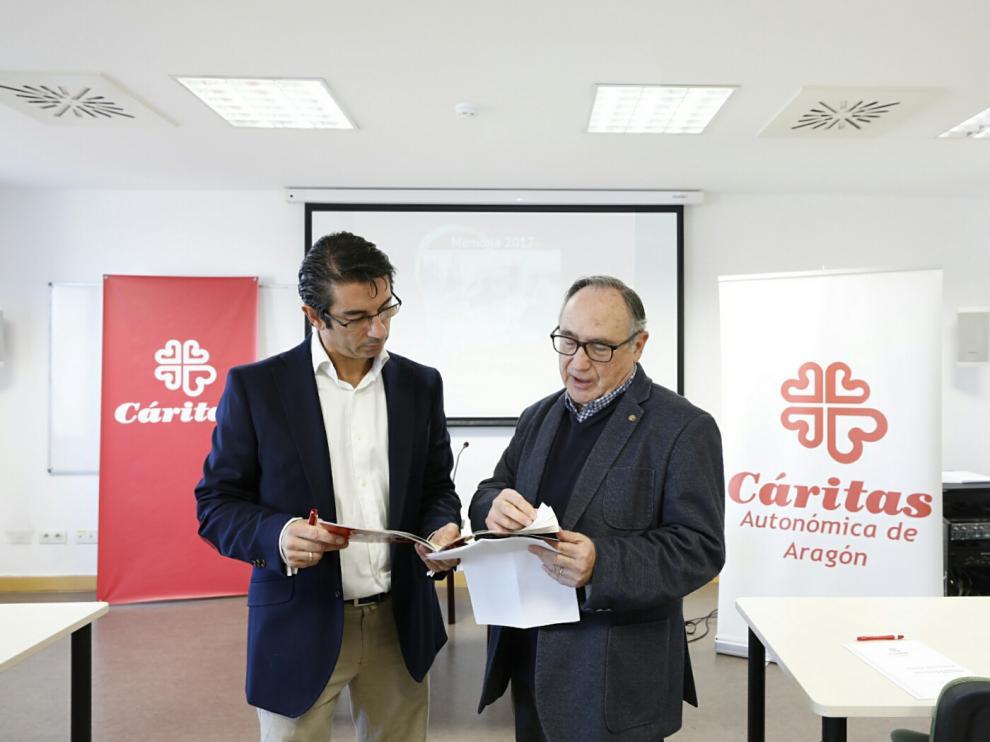 Jesús Luesma, secretario técnico de Cáritas Aragón y Carlos Sauras, presidente de Cáritas Aragón