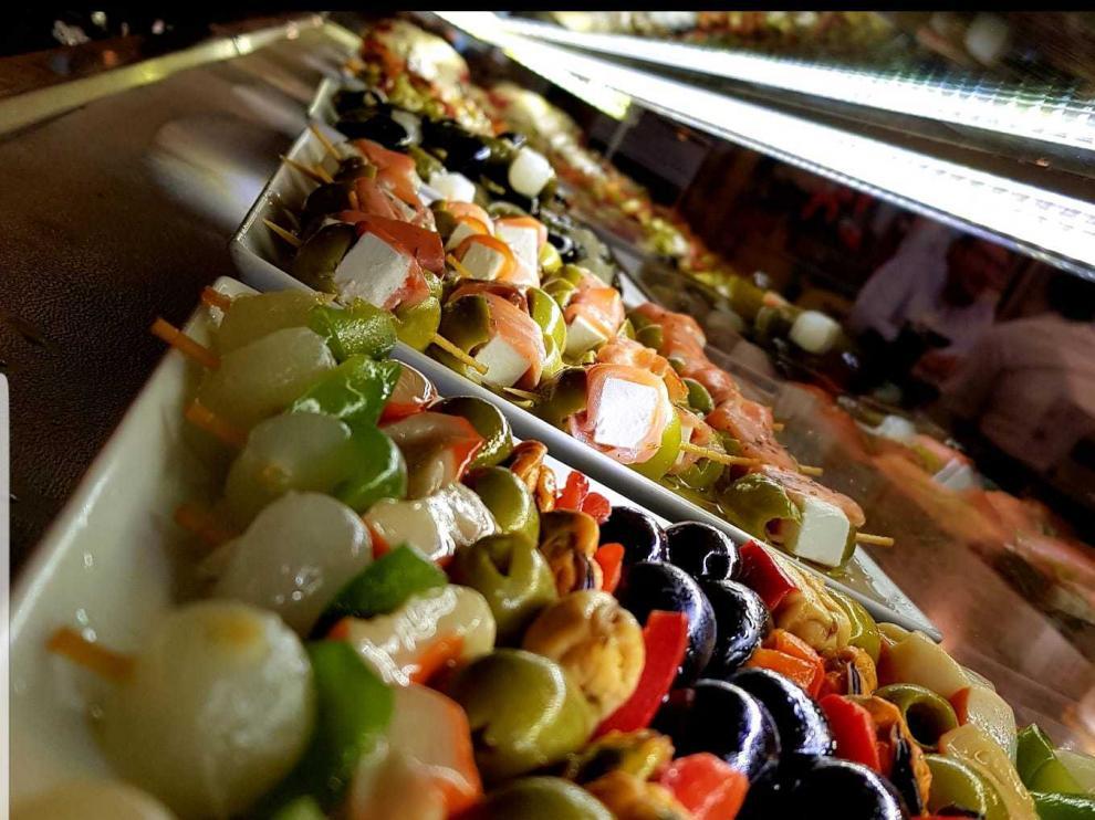 Los vinagrillos que forman parte de la barra del Costa 8 contienen entre cuatro y cinco tipos de ingredientes distintos.