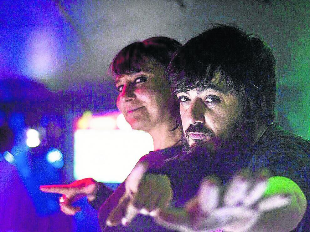 Eva A. (Amaral) y Xavi B. (en la foto, pinchando en El Veintiuno) estarán hoy a los platos en la fiesta de Las Armas.