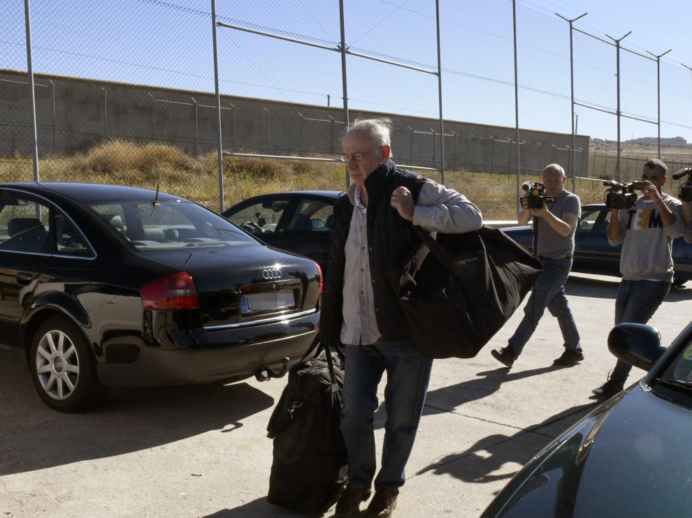 Rodrigo Rato, ayer a su llegada a la prisión madrileña de Soto del Real para cumplir con su condena