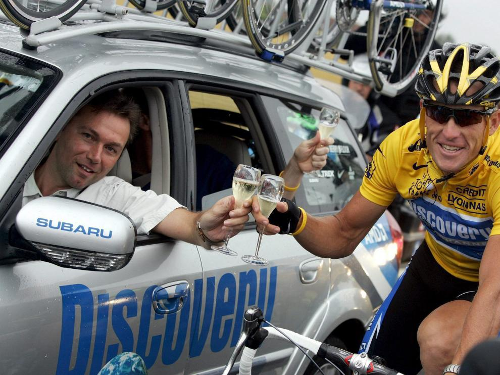 Lance Armstrong, del Discovery Channel, con el director de su equipo, Johan Bruyneel, en el Tour de Francia de 2005