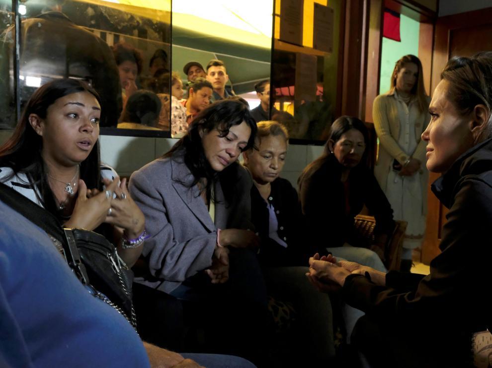 Angelina Jolie visitando a migrantes venezolanos en Perú.
