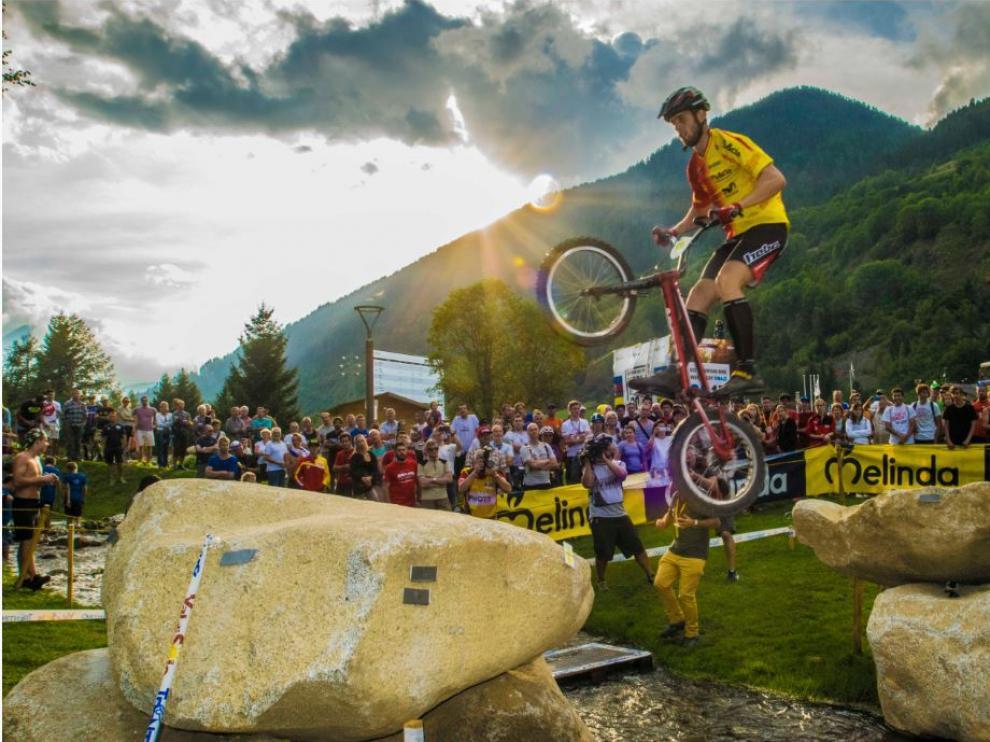 Abel Mustieles, en acción en la Copa del Mundo UCI Trials de Vermiglio (Italia)