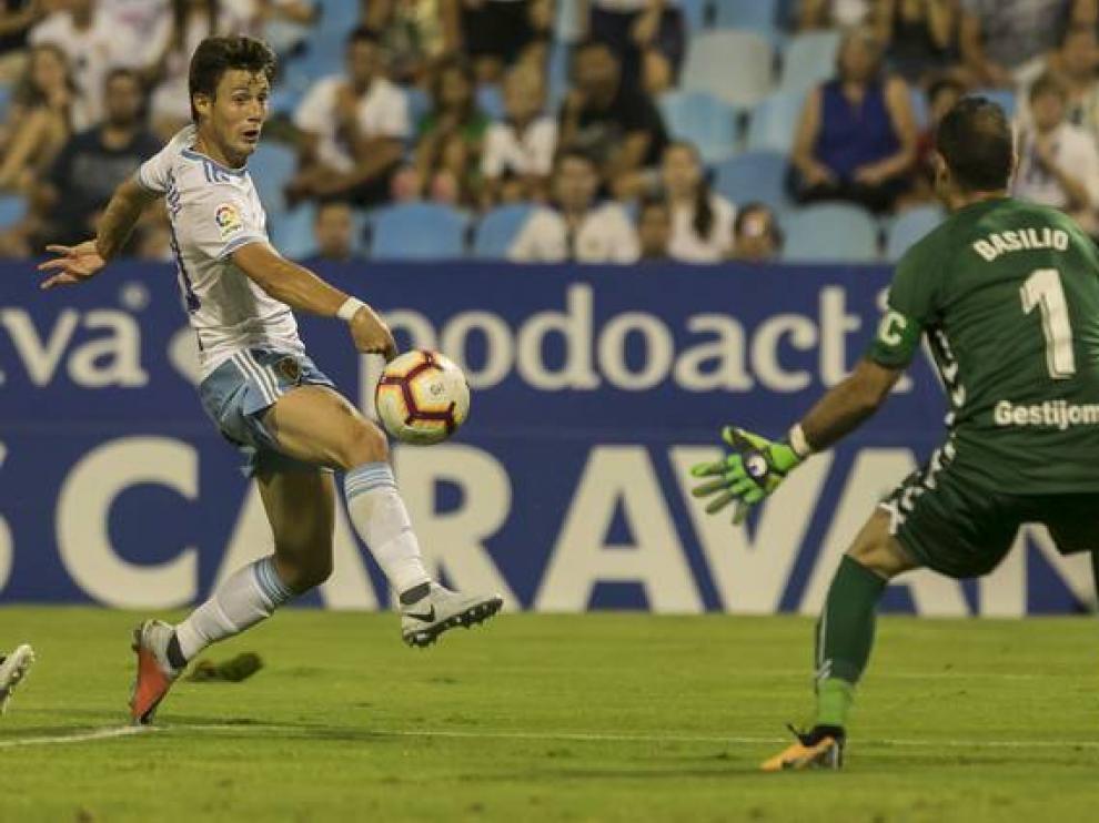 Marc Gual, en el duelo del Real Zaragoza contra el Rayo Majadahonda