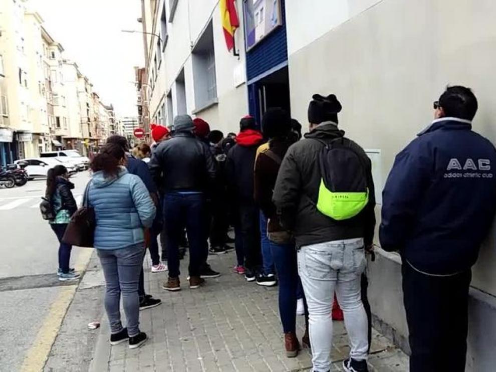 Las solicitudes de asilo desbordan la oficina de Extranjería de Zaragoza