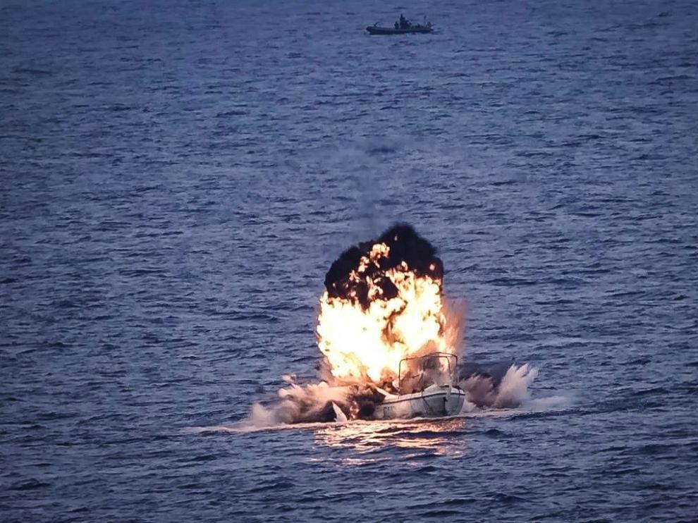 Explosión en el barco interceptado
