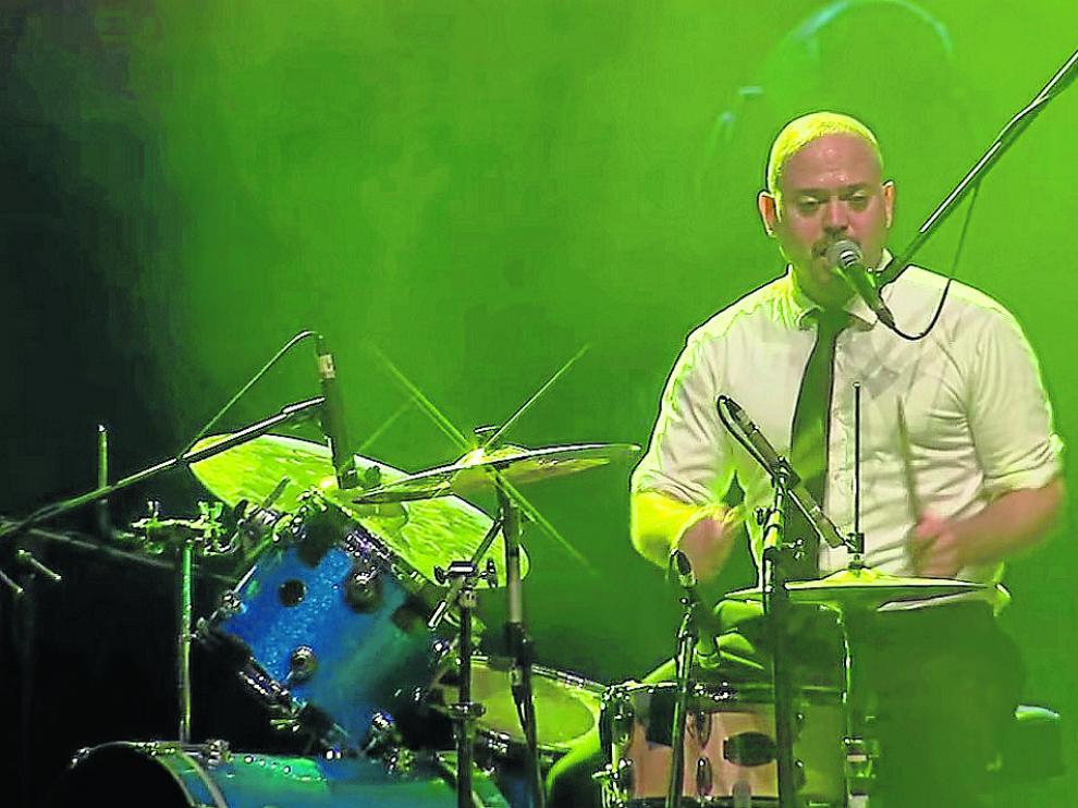 El batería y cantante de Tortured Soul, John Christian Urich.