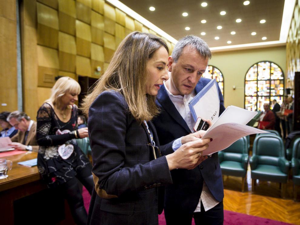María Navarro y Fernando Rivarés, durante un pleno, en una imagen de archivo.