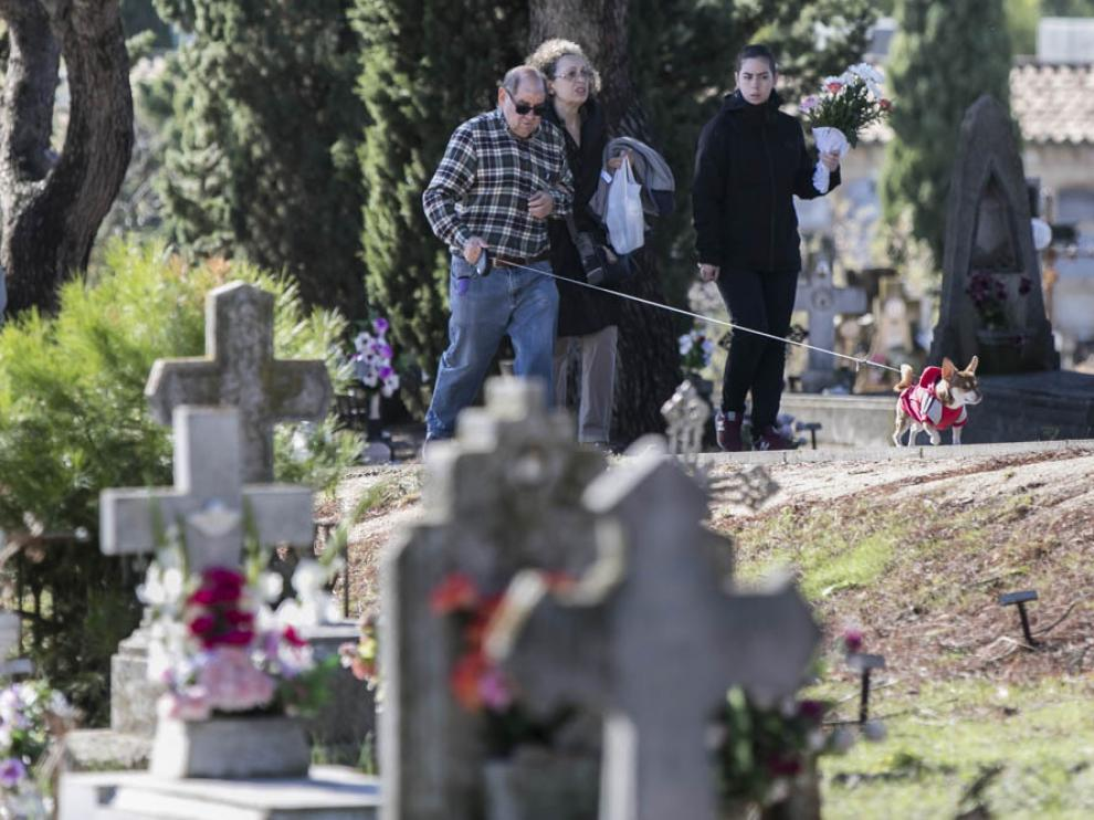 Visitas al cementerio de Torrero en Todos los Santos