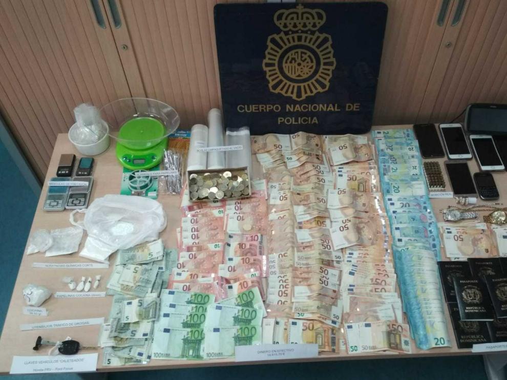 La Policía ha requisado a los detenidos dinero, droga, visados falsos y vehículos.