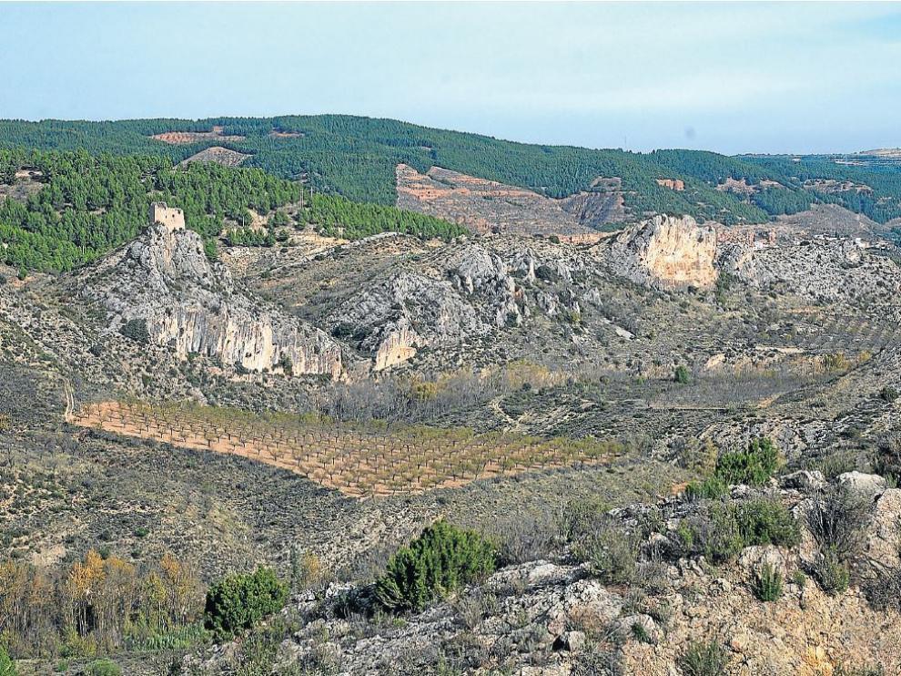 Valle del Huerva y castillo de la Casaza en el camino al embalse de las Torcas.