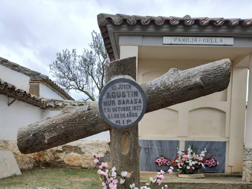 Tumba de Agustín Mur Sarasa, en el cementerio de Tabernas de Isuela, fallecido el 31 de octubre de 1927.