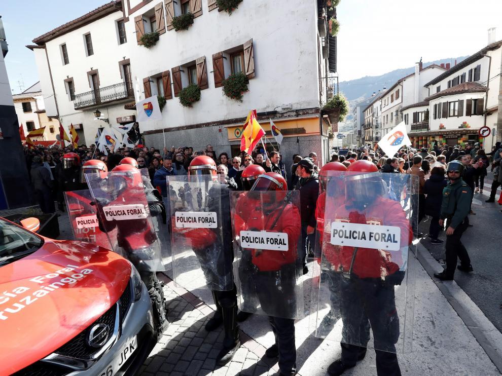 La Policía Foral de Navarra durante el acto de 'España Ciudadana'