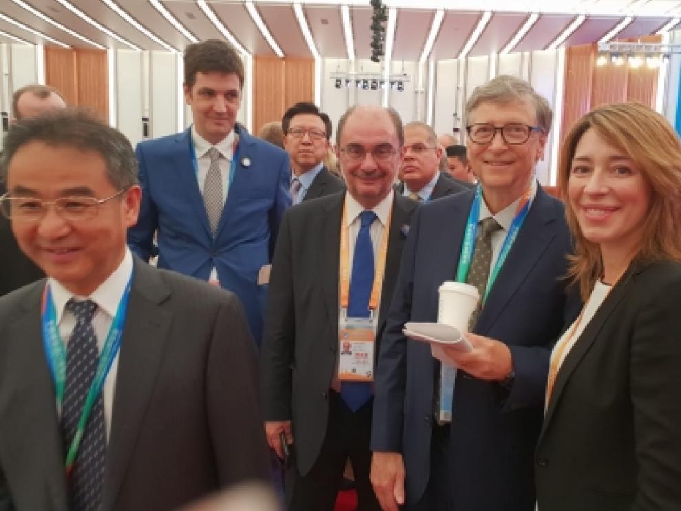Lambán junto a Bill Gates en la I Exposición Internacional de Importación de China