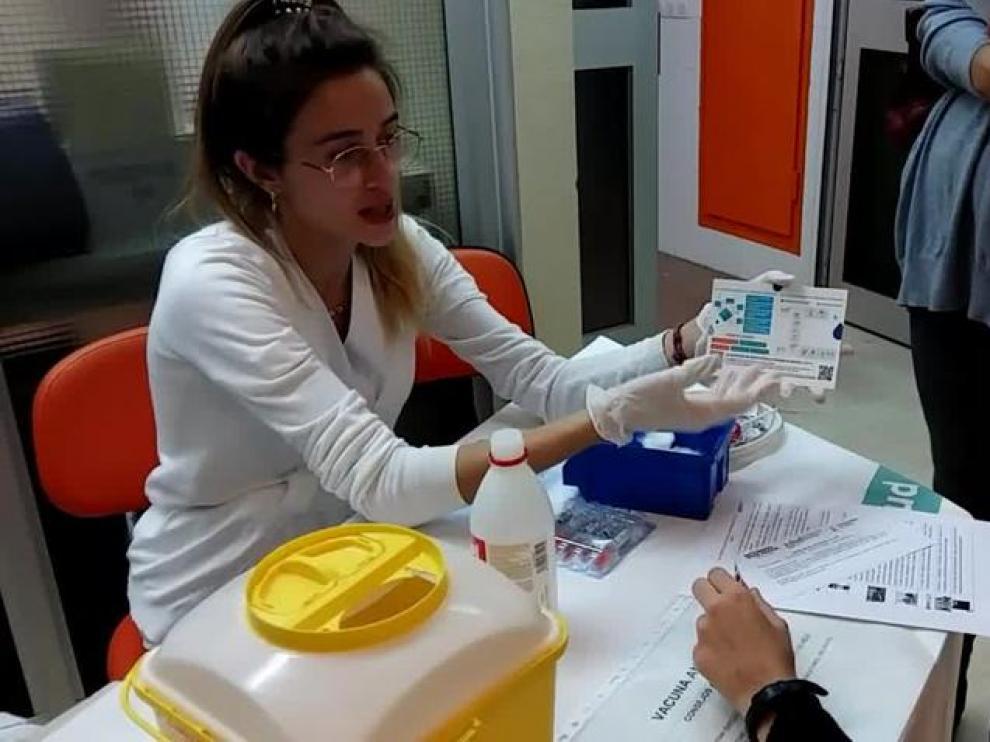 Los estudiantes de Medicina y Ciencias de la Salud vacunan a sus compañeros