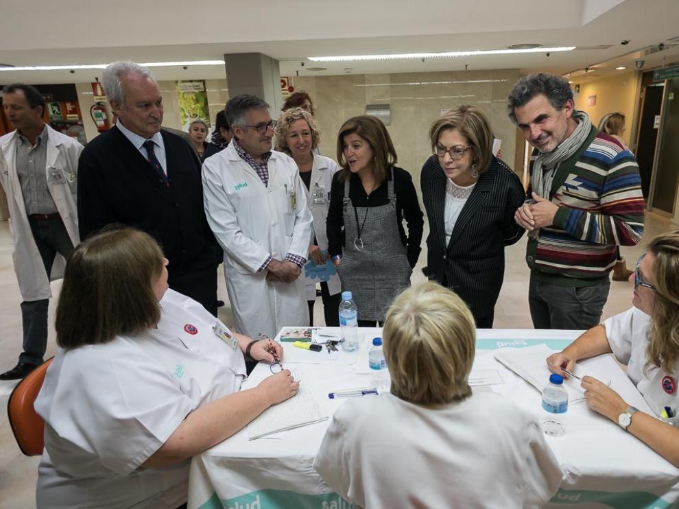 La consejera de Sanidad, Pilar Ventura (la segunda, por la dcha.), en la jornada de vacunación.