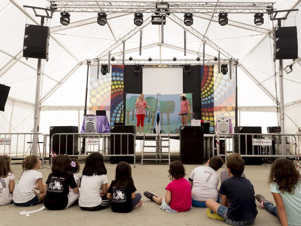 Espectáculo infantil celebrado durante las pasadas fiestas del barrio rural de Garrapinillos.