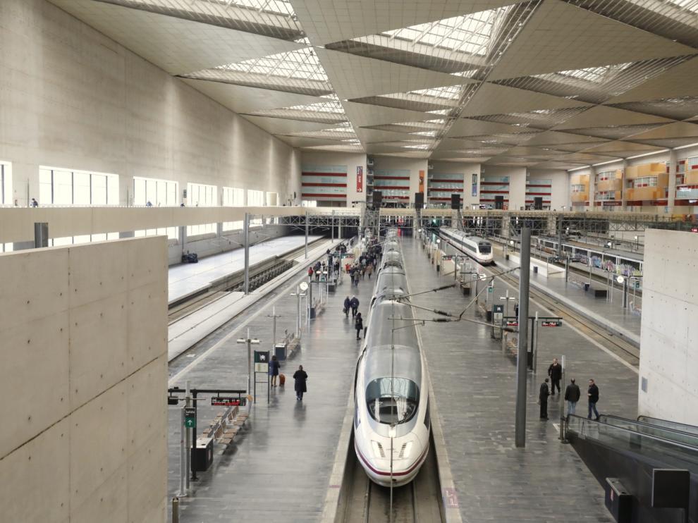 Un AVE Madrid-Barcelona, en la estación de Delicias