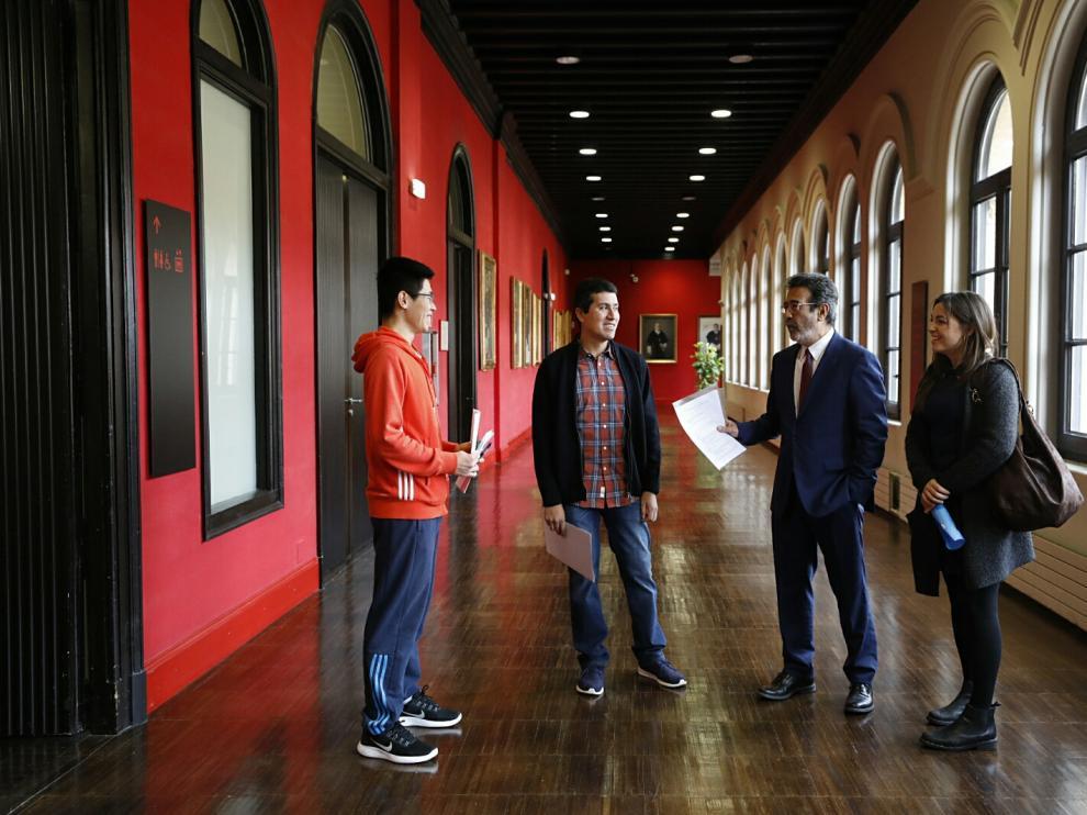 El rector de la Universidad de Zaragoza junto a Simón (Ren Longyun), Ignacio Huitzil y Marianna Piektun - Ciechanowicz