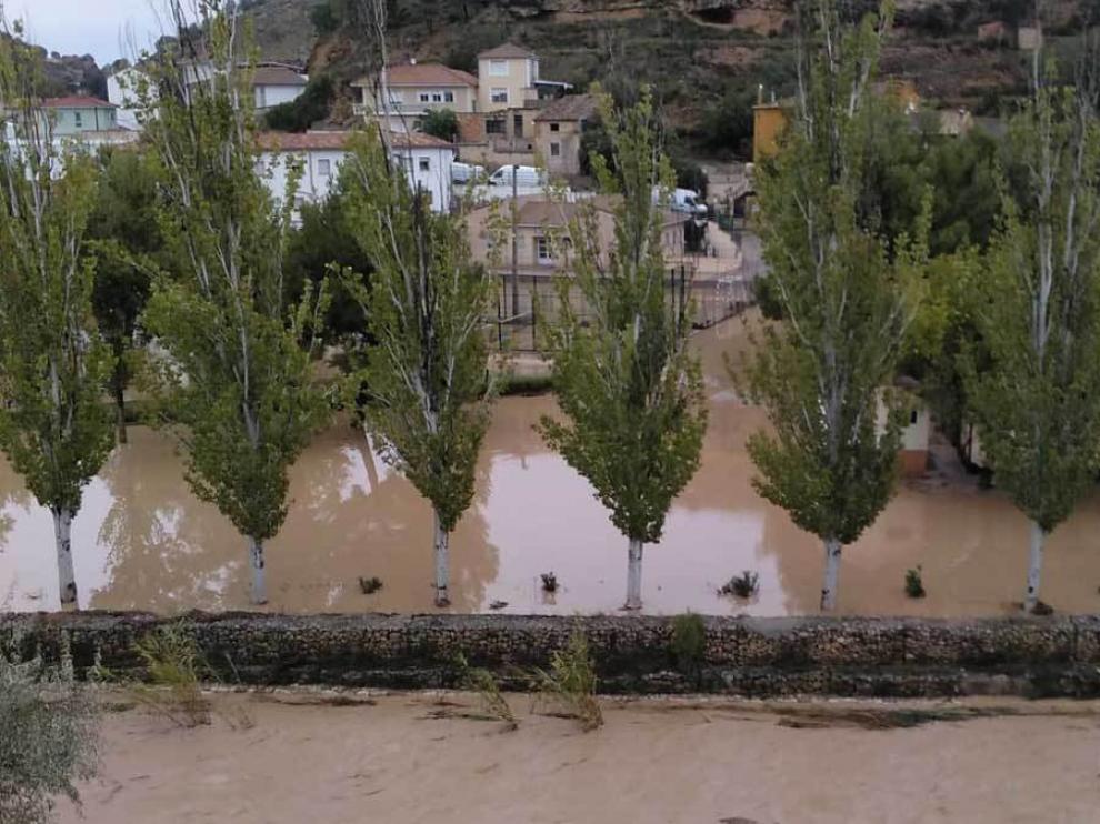 El río Martín a su paso por Albalate del Arzobispo durante la riada.