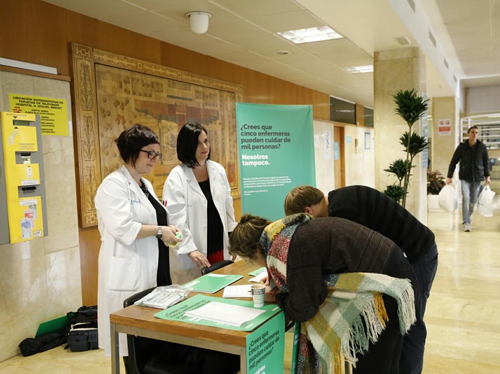 La campaña se ha iniciado con la recogida de firmas en el hospital Miguel Servet de Zaragoza.