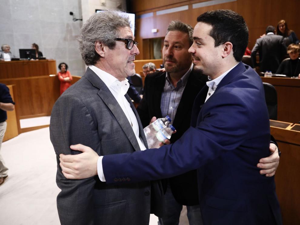 De izquierda a derecha, Gregorio Briz, José Luis Soro y Darío Villagrasa, este jueves, en el pleno de las Cortes.
