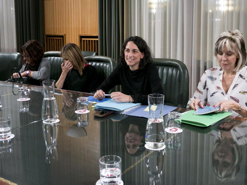 La concejal Elena Giner, en la reunión mantenida el pasado jueves con los alcaldes de los barrios rurales.