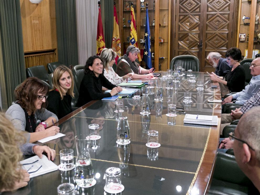 Elena Giner, en el encuentro que mantuvo con los alcaldes de barrios rurales tras la investigación de la Fiscalía