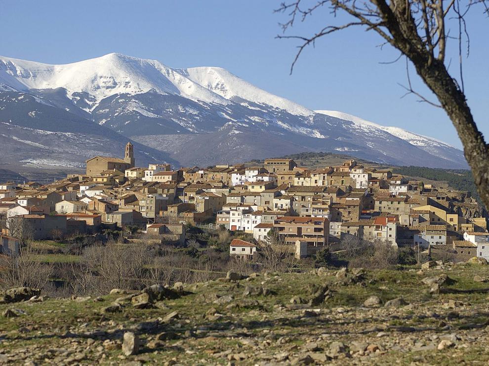 Panorámica de Alcalá de Moncayo y el monte que le da nombre, cima del Sistema Ibérico con sus 2.315 m de altitud.