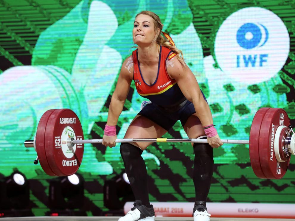 La leonesa Lydia Valentín consiguió la medalla de oro en arrancada y el bronce en dos tiempos.