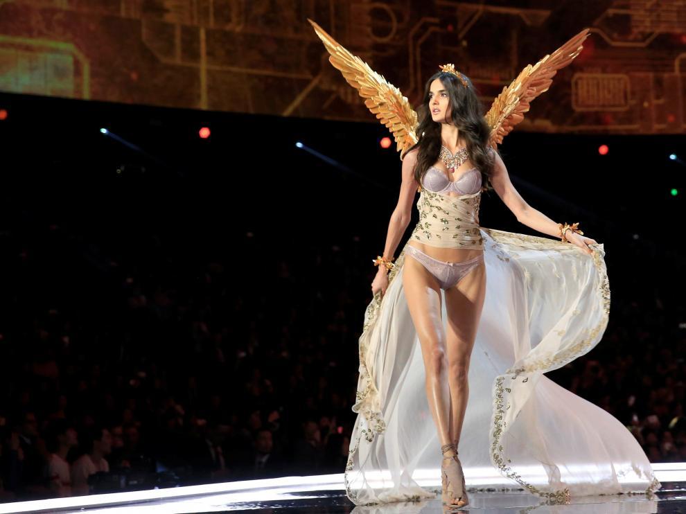 Blanca Padilla durante el desfile de Victoria's Secret.