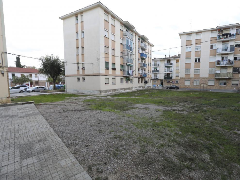 El Ayuntamiento de Huesca renovará la plaza interior entre las calles Aragón y Gibraltar con Zacarías Martínez, que ahora está sin pavimentar