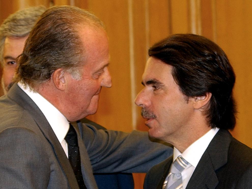 Don Juan Carlos y José María Aznar, en abril de 2004